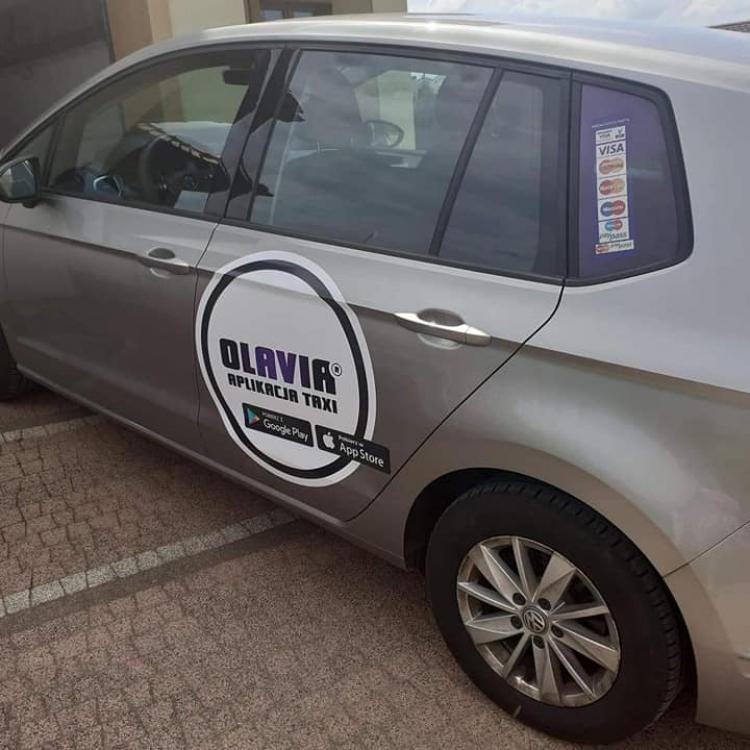 Golf zmienił oklejenie na nowe logo Olavia Taxi