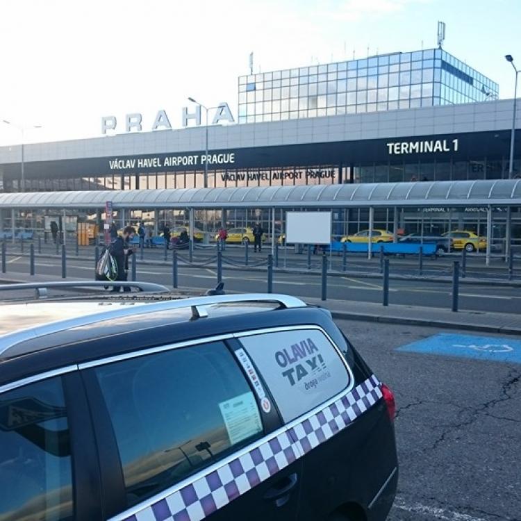Nasza taksówka na lotnisku w Pradze