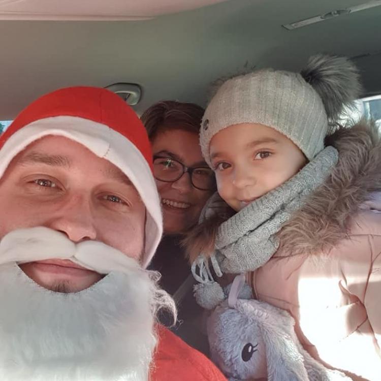 Mikołaj i zadowolone klientki