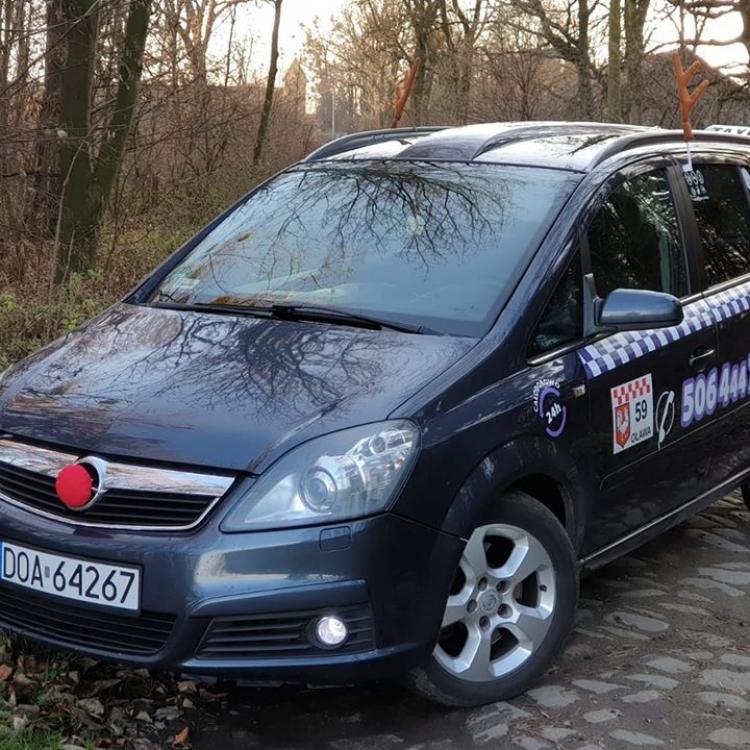 Rudolf Olavia Taxi pędzie przez Oławę