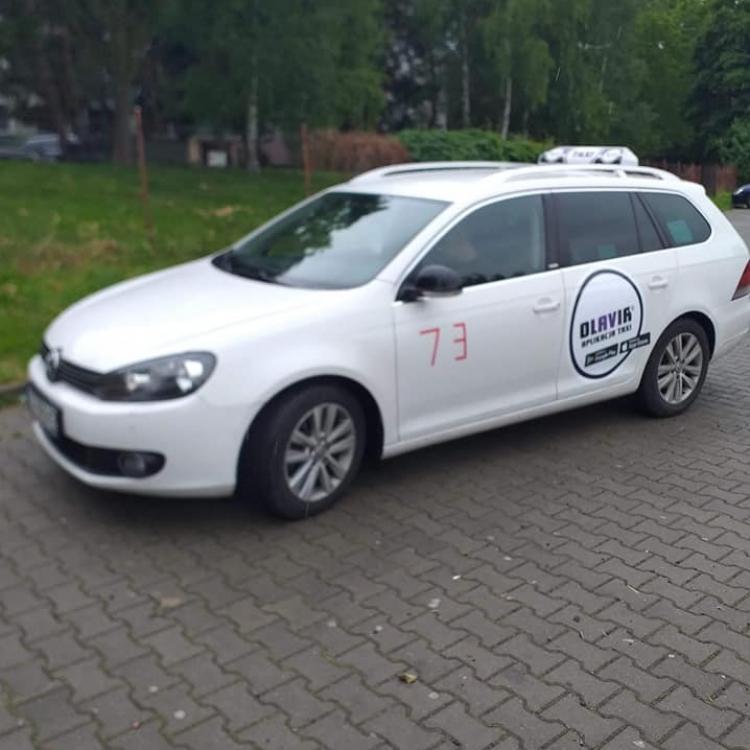 Biały golf z nowym logo Olavia